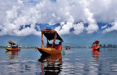 Recreate Bollywood scenes...at Dal Lake, Kashmir..!!