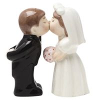 "Bride and Groom ""Kissing"" Salt and Pepper Set #retro #kitchen  http://www.retroplanet.com/PROD/35878"