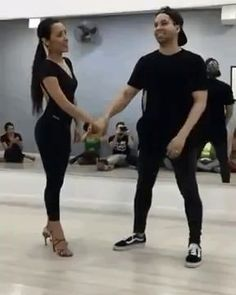 she's going so fast the gif starts laggingHer wiggle at the end. For research purposes.Funny Gif – Page 8 of 50 – FunnynMemePoor man he keeps getting hit! Gif Bailando, Funny Jokes, Hilarious, Funny Gifs, Funniest Gifs, Beste Gif, Cool Stuff, Pretty Cool, Best Funny Pictures