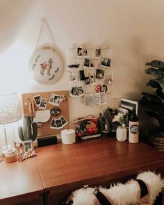 Lovely Dorm Room Organization Ideas On A Budget - Room Decor Uni Room, Dorm Room Desk, Dorm Desk Decor, Dorms Decor, Diy Dorm Decor, Dorm Room Walls, College Dorm Decorations, Dorm Room Designs, Bedroom Decor