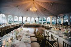 To create more intimacy and encourage conversation on your wedding day, specialists at The Ritz-Carlton, San Francisco recommend setting up kings tables for your reception.