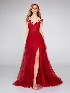A line slit hem tulle evening dress Cheap Evening Dresses, Evening Gowns, Couture Dresses, Fashion Dresses, Fashion Fashion, Runway Fashion, Fashion Trends, Pretty Dresses, Beautiful Dresses