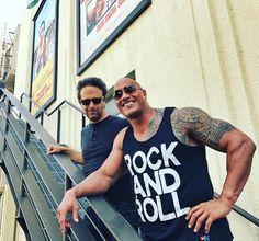 46 тыс. отметок «Нравится», 269 комментариев — @therock в Instagram: «Rock and Roll.  Watched the latest cut of #Jumanji with our director Jake Kasdan and my…»