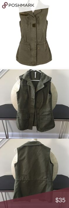 Green contemporary canvas utility vest In excellent condition with no rips or stains. Willow and Clay zip up vest with four front pockets. 100% cotton. Thanks for looking. Willow & Clay Jackets & Coats Vests