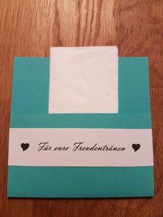 Diese Hülle für Taschentücher habe ich für die Hochzeit meiner Kusine gebastelt.