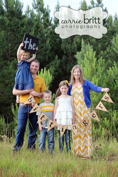 fun pic to do once yourl family is 'complete' Family Picture Colors, Fall Family Pictures, Family Picture Outfits, Family Pics, Family Photo Sessions, Family Posing, Family Portraits, Foto Fun, Family Photography
