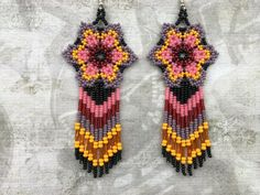 Mexican Huichol Seed Bead Earrings, Long Flower Earrings Rainbow #Handmade #Beaded Beaded Earrings Patterns, Seed Bead Earrings, Diy Earrings, Flower Earrings, Beading Patterns, Earrings Handmade, Seed Beads, Beaded Jewelry, Crochet Earrings