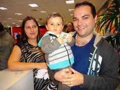 Mais um jovem cidadão dá o exemplo e tira seu primeiro RG no Poupatempo São José dos Campos.  Olha só o orgulho do papai com pequeno Rafael no colo.