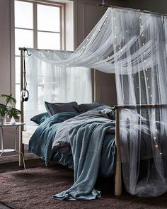 Weiche Textilien, verspielte Lichterketten, kuschelige Bettwäsche und ein bequemes Bett - schon sind die Zutaten für deine Auszeit komplett.