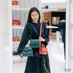 Park Shin Hye Attends Valentino Event in Seoul Decked Out Head to Toe in Brand Fall Styles | A Koala's Playground Leather Bag Design, All Black Looks, Valentino Bags, Park Shin Hye, Black Pantyhose, Head To Toe, Wearing Black, Her Hair, Seoul