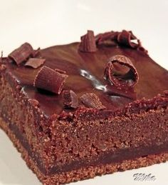 One bowl chocolate cake.This is a rich and moist chocolate cake. It only takes a few minutes to prepare the batter. Frost with your favorite chocolate frosting. No Bake Desserts, Just Desserts, Dessert Recipes, Dark Chocolate Cakes, Best Chocolate, Chocolate Frosting, Chocolate Candies, Different Cakes, Best Cake Recipes