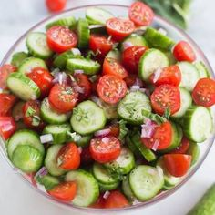 Cucumber Salad Tomato Cucumber Avocado Salad is the perfect easy and healthy side dish for your summer BBQ! Cucumber Avocado Salad, Cucumber Recipes, Healthy Salad Recipes, Cucumber Salad Vinegar, Savory Salads, Tomatoe Cucumber Onion Salad, Food Recipes Summer, Cucumber Salad Dressing, Fresh Basil Recipes