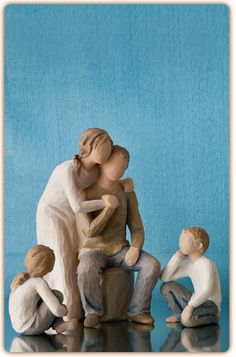 Willow Tree figurine - parents with two children <3 love love!!!