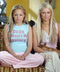 "nicole ritchie & paris hilton in ""the simple life"" 2000s Trends, 2000s Fashion Trends, Early 2000s Fashion, Paris Hilton, Juicy Couture, 00s Mode, Paris And Nicole, 2000s Party, Nicole Richie"