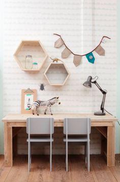 Een speelhoek voor in de woonkamer. - Hip Huisje Kids Bedroom, Kids Rooms, Office Desk, Corner Desk, Shelves, Interior Design, Furniture, Home Decor, Magazine