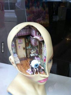 Gezien in etalage canterbury, artgalerie, diorama inside the head Miniature Crafts, Miniature Houses, Miniature Rooms, Mini Things, Artsy Fartsy, Art Inspo, Cool Art, Art Projects, Art Drawings