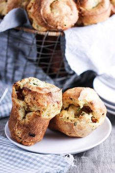 This Ham and Gruyere Savory Popovers recipe has been elevated to one of our top favorite breakfast recipes to make. Simple, beautiful, savory and delicious! Pasta Side Dishes, Side Dishes Easy, Brunch Recipes, Breakfast Recipes, Brunch Dishes, Brunch Ideas, Breakfast Ideas, Yorkshire Pudding Recipes, Popover Recipe
