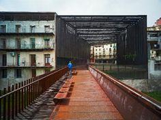 dezain.net • La Lira, pedestrian bridge and public space in Ripoll, Spain by RCR Arquitecte (EUGENI PONS)