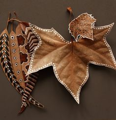 20 great decoration ideas for crafting with leaves- 20 tolle Deko Ideen zum Basteln mit Blättern 20 great-deco-ideas-for-tinker-with-blaettern_coole-deco-ideas-baumblaettern with-dried- - Leaf Crafts, Diy And Crafts, Arts And Crafts, Autumn Crafts, Nature Crafts, Autumn Art, Deco Floral, Painted Leaves, Painting On Leaves