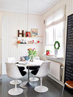 Hjärtat började slå lite extra när jag såg att denna lägenhet är till salui Göteborg. http://www.var-dags-rum.se/2013/02/en-skont-inredd-ljus-och-luftig-tvaa.html