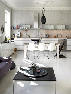 Light open kitchen, white grey