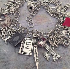 Love this super loaded once upon a time charm bracelet Once Upon A Time Funny, Once Up A Time, Outlaw Queen, Ouat, Ankle Bracelets, Jewelry Bracelets, Jewellery, Fangirl, Charm Armband