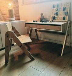 Lilly Ist Ein Raffinierter Kinderstuhl Aus Holz, Der Dank Der Robustheit  Des Bambus Höchsten Ansprüchen