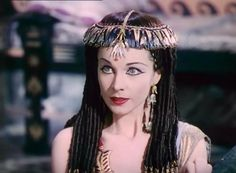 Vivien Leigh as Cleopatra Vivien Leigh, Elizabeth Taylor, Golden Age Of Hollywood, Old Hollywood, British Actresses, Actors & Actresses, Ancient Egyptian Costume, Caesar And Cleopatra, Old Movie Stars