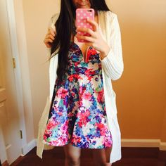 Curvy Outfit Ideas | Petite Outfit Ideas | Plus Size Fashion | Summer Fashion | OOTD | Professional Casual Chic Fashion and Style Inspiration | How To Style A White Cardigan and a Floral Dress