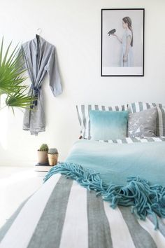 Oversized Pillows - Headboard Alternatives That Will Complete Your Bedroom Look - Photos