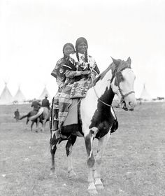Nez Perce girls. Early 1900s. Photo by Walter McClintock.