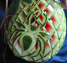 fruit carving melon-spider in web Watermelon Designs, Watermelon Art, Watermelon Carving, Carved Watermelon, Veggie Art, Fruit And Vegetable Carving, Vegetable Decoration, Fruit Garnish, Fruit Creations