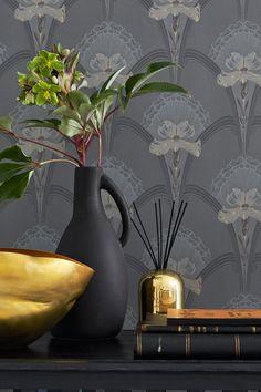 Elegante und bunte Blumen. Jubileum Tapeten von Boras Tapeter, Wirz Tapeten