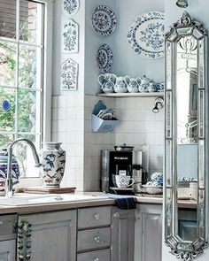 25 Small Kitchen Decor Ideas On a Budget to Maximize Existing the Space, 25 Small Kitchen Decor Ideas On a Budget to Maximize Existing the Space ♡ kitchen Wonderful French Country Living Room Decor Ideas Country Kitchen Designs, French Country Kitchens, French Country Living Room, French Country Decorating, Country French, Kitchen Country, French Blue, Rustic Kitchen, Deco Design
