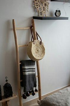 eb5227c54d373 Marokkanische Korbtasche mit Lederhenkel in zwei Größen. Weitere  andgeflochtene Korbtaschen findet ihr bei uns im