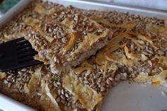 Pohánkový slaný koláč Raw Vegan, Vegan Vegetarian, Cheesesteak, Banana Bread, Pie, Ethnic Recipes, Desserts, Food, Basket