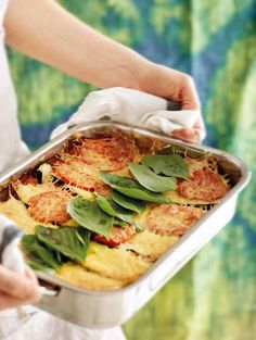 Use Pulled Oats® instead of meat to make a delicious vegetarian lasagna. Pulled Oats® is the perfect protein designed for everyday meals. Vegetarian Lasagne, Raw Vegetables, Vegan Pasta, Us Foods, Casserole Dishes, Pasta Dishes, Cooking Time, Lasagna, Main Dishes