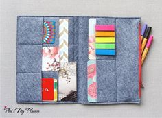 A5 notebook felt insert - zipper pouch and card holder. Made of grey blend felt. Color might look a bit different in real life due to monitor