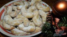 A ještě přidávám i jeden vánoční recept na křehké vanilkové rohlíčky. Na internetu, v kuchařských knížkách, v knížkách našich babiček nebo v časopisech najdeme během Vánoc nespočetně mnoho vánočních receptů a z tolika si určitě neumí vybrat hospodyňka ten pravý. Musím se pochlubit já jsem napoprvé vybrala ten nejlepší recept na vanilkové rohlíčky, které jsem kdy jedla. Jsou křehké, na jazyku se rozplývají a z jedné dávky vám určitě stačit nebudou :) Autor: Janulinka Holidays And Events, Shrimp, Food And Drink, Cookies, Meat, Desserts, Festive, Biscuits, Tailgate Desserts