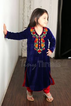 Cute baby in Sindhi traditional dress Pakistani Outfits, Indian Outfits, Boho Fashion Summer, Kids Fashion, Dresses Kids Girl, Kids Outfits, Kids Abaya, Kids Ethnic Wear, Toddler Dress Patterns