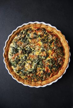 Here's my perfect starter for the soon to come Christmas lunch (or dinner): a golden spinach and gorgonzola quiche! It tastes fantastic, looks beautiful and I can prepare it in advance which … Spinach Recipes, Quiche Recipes, Savoury Recipes, New Recipes, Cooking Recipes, Favorite Recipes, Vegetarian Recipes, Brunch Recipes, Martha Stewart