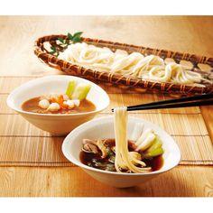 稲庭生うどんを、比内地鶏とカレーの2つのスープで。
