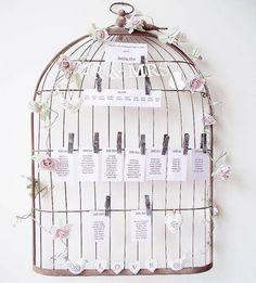 plan de table mariage shabby chic en cage à oiseaux, fleurs, coeurs et pinces