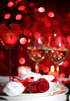 Get 20 Tips on How to Plan a Romantic Valentine's Day Dinner for Two! #valentinesday