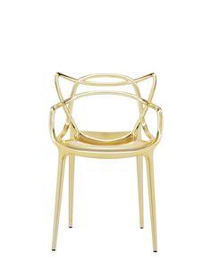 """MASTERS Sedie - La Sedia Masters è Un Acuto Omaggio a Tre Sedie Simbolo, Rilette e Reinterpretate Dal Genio Creativo Di Starck. La """"Serie 7"""" Di Arne Jacobsen, La """"Tulip Armchair"""" Di Eero Saarinen e La """"Eiffel Chair"""" Di Charles Eames Intrecciano Le Inconfondibili Silhouette In Un Ibrido Sinuoso, Per Dare Vita a Una Fusione Di Stili Originale e Accattivante. Leggera, Pratica e Impilabile, Masters Può Essere Utilizzata Anche All'esterno. Per Un Effetto Più Prezioso è Proposta Anche In…"""