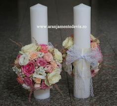 Lumanari de nunta realizate din trandafiri, lisianthus, astilbe si miresica. Baptism Candle, Pillar Candles, Party Planning, Invitations, Weddings, Simple, Diy, Decor, Floral Arrangements