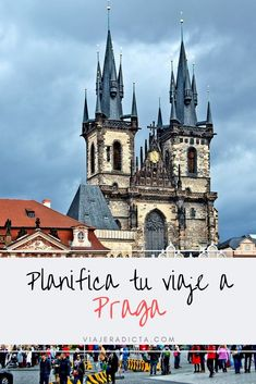 ¿Te vas de viaje a Praga? No te pierdas estos consejos para organizar tu viaje! #planificacion #consejos #praga Notre Dame, Barcelona Cathedral, Movie Posters, Travel, Tips, Places To Visit, Prague Travel, Magic City, Viajes