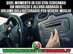 Quel momento in cui stai cercando un indirizzo e allora abbassi il volume dell'autoradio per vedere meglio :D (www.VignetteItaliane.it)