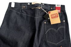 An exploration of the history behind the back cinch, a common detail on vintage denim that has regained popularity due to the reproduction denim movement. Workwear Fashion, Fashion Wear, Denim Fashion, Kanye West Style, Raw Denim, Men's Denim, Vintage Jeans, Vintage Clothing, Denim Jacket Men