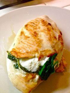 Healthy stuffed chicken with spinach & goat cheese recipe. I've used both fresh and frozen spinach and the fresh is the best. Definitely worth the little bit of extra work! Healthy Stuffed Chicken, Goat Cheese Stuffed Chicken, Clean Eating, Healthy Eating, Healthy Food, Goat Cheese Recipes, Sandwiches, Cooking Recipes, Healthy Recipes